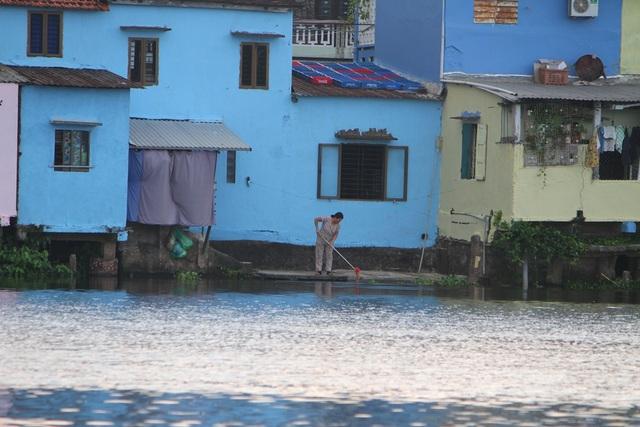 Đi thuyền trên sông ngắm phố cổ Bao Vinh đầy màu sắc - 9
