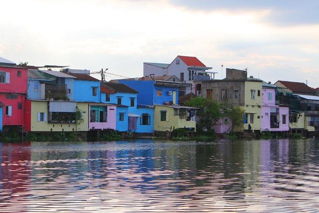 Đi thuyền trên sông ngắm phố cổ Bao Vinh đầy màu sắc - 20