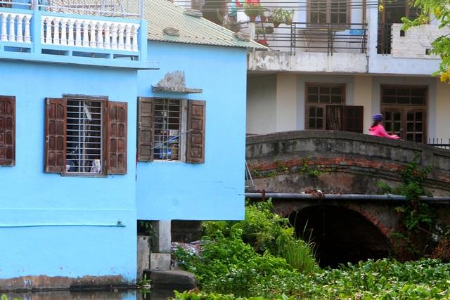 Đi thuyền trên sông ngắm phố cổ Bao Vinh đầy màu sắc - 14