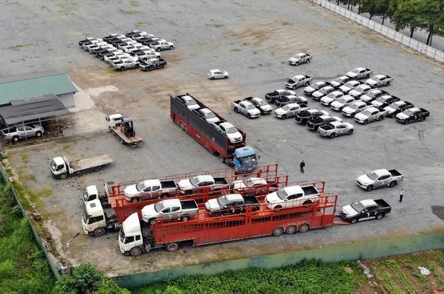 """Gần 2.700 xe cập cảng, thị trường ôtô có """"khủng hoảng thừa""""? - 1"""
