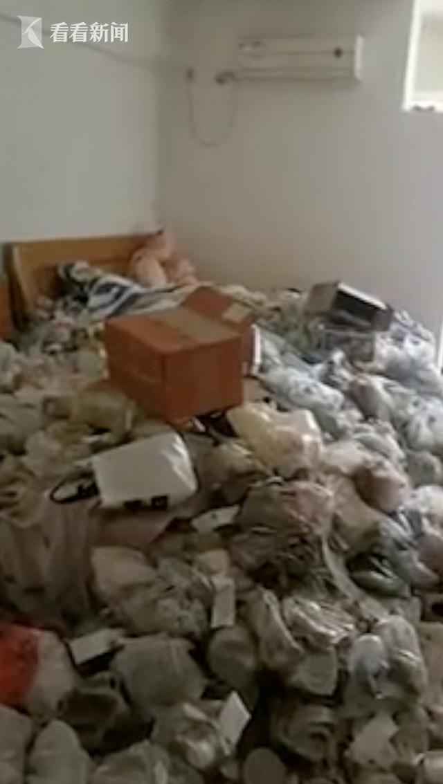 Bùng tiền thuê nhà rồi biến mất, chủ trọ tá hoả khi mở cửa căn hộ - 3