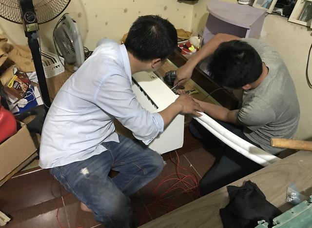 Nắng nóng cao độ, khách phát hoảng trước chiêu trò của thợ sửa điều hòa - 3