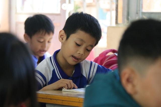 Bạn đọc Dân trí giúp cậu bé mắc ung thư tiếp tục ước mơ làm lớp trưởng - 2