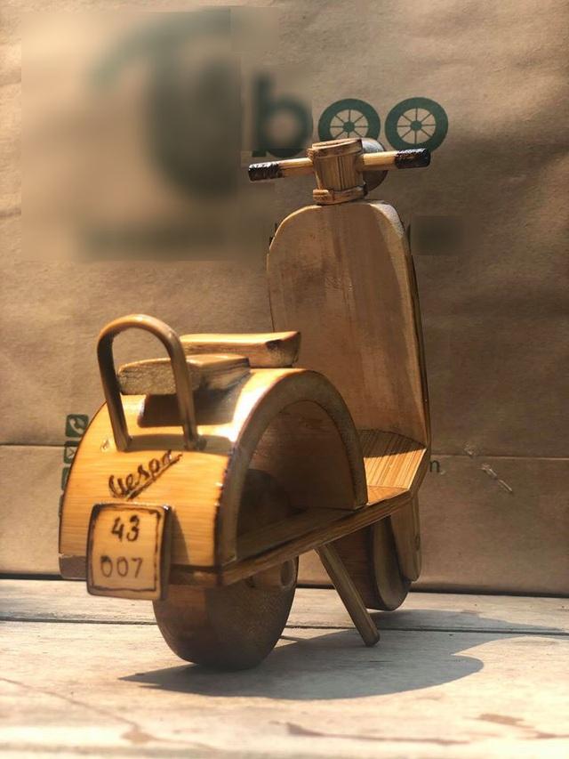 Độc đáo mô hình xe máy, ô tô, tàu hỏa làm từ tre Việt - 12