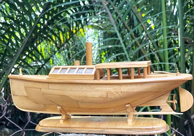 Độc đáo mô hình xe máy, ô tô, tàu hỏa làm từ tre Việt - 1