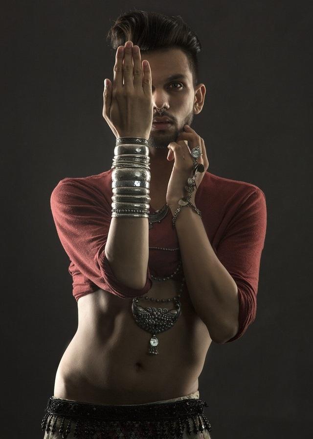 Vượt qua định kiến để trở thành nam vũ công múa bụng đầu tiên Ấn Độ - 4