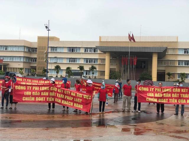 TPHCM: Người dân căng băng rôn đỏ rực tố chủ đầu tư dự án lừa đảo - 2