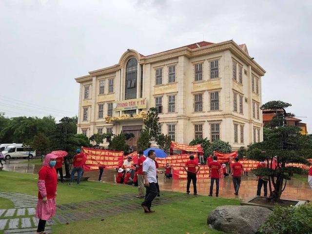 TPHCM: Người dân căng băng rôn đỏ rực tố chủ đầu tư dự án lừa đảo - 1