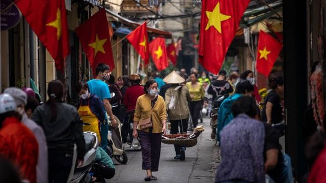 Chuyên gia nước ngoài: Đánh bại Covid-19 tạo bước ngoặt cho Việt Nam - 1