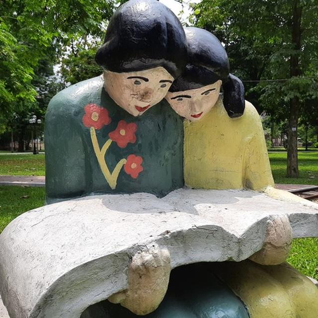 Bị phản ứng dữ dội, tượng ở Công viên Thống Nhất lại đổi màu sơn - 3