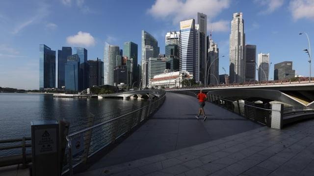 Singapore lần thứ 3 giảm mục tiêu tăng trưởng kinh tế vì bão Covid-19 - 1