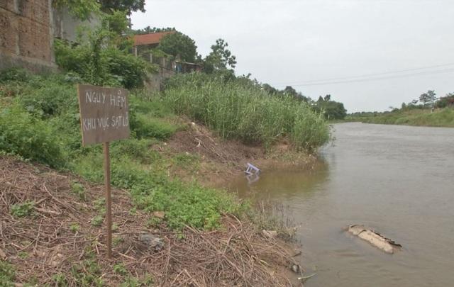 Ngôi đền nghìn năm tuổi ở Hà Nội đối diện nguy cơ bị cuốn trôi - 7