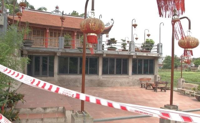 Ngôi đền nghìn năm tuổi ở Hà Nội đối diện nguy cơ bị cuốn trôi - 1