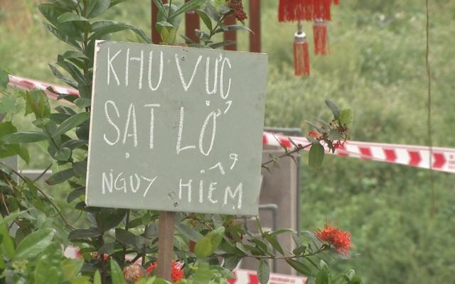 Ngôi đền nghìn năm tuổi ở Hà Nội đối diện nguy cơ bị cuốn trôi - 3