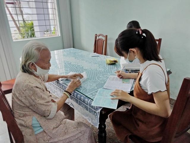 Thừa Thiên Huế: Cán bộ xã làm việc ban đêm phục vụ chi gói 62.000 tỷ đồng - 2