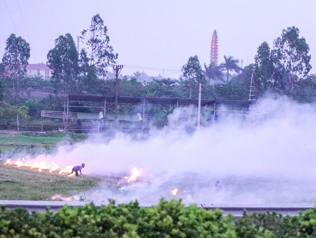 Khói mù mịt trên cao tốc Hà Nội - Ninh Bình - 6
