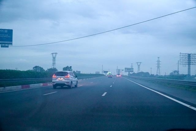 Khói mù mịt trên cao tốc Hà Nội - Ninh Bình - 7