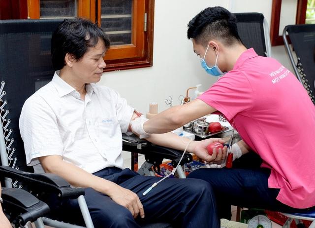 Trường ĐH Kinh tế quốc dân phát động tuần lễ Hiến máu nhân đạo - 1