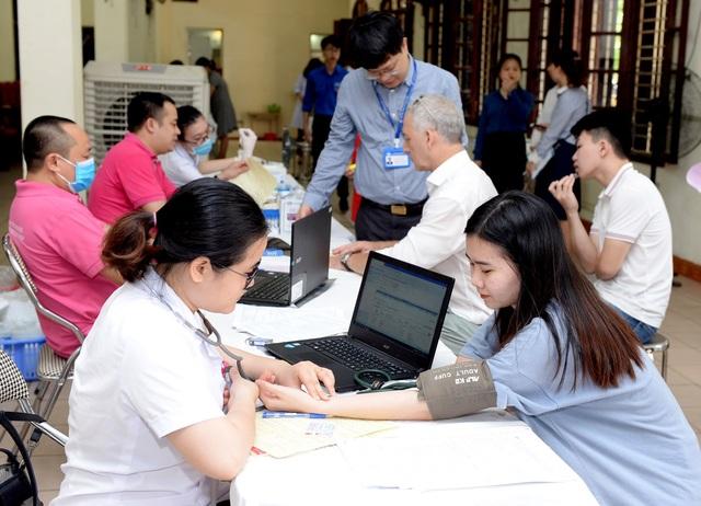 Trường ĐH Kinh tế quốc dân phát động tuần lễ Hiến máu nhân đạo - 3