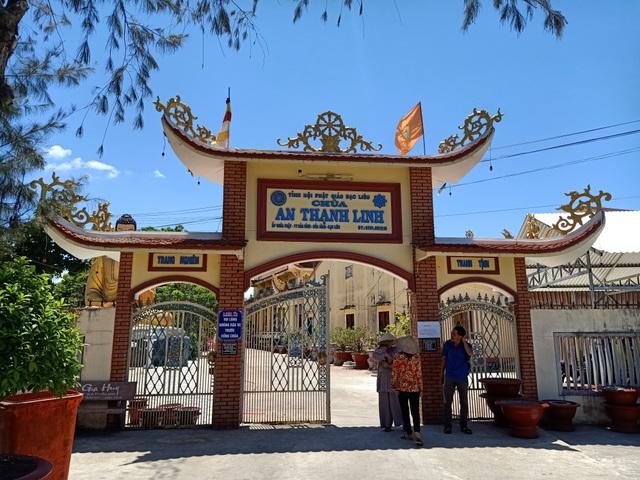 Bé gái 3 tháng tuổi bị bỏ trước cổng chùa, nhờ sư cô nuôi dưỡng - 1