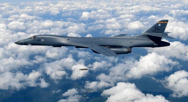 """Mỹ điều 2 """"chim sắt"""" B1-B bay gần Đài Loan, Hong Kong, hướng tới Biển Đông - 1"""