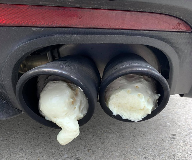 Bị hàng xóm trám bọt xốp vào ống pô vì xe Ford Mustang quá ồn ào - 1