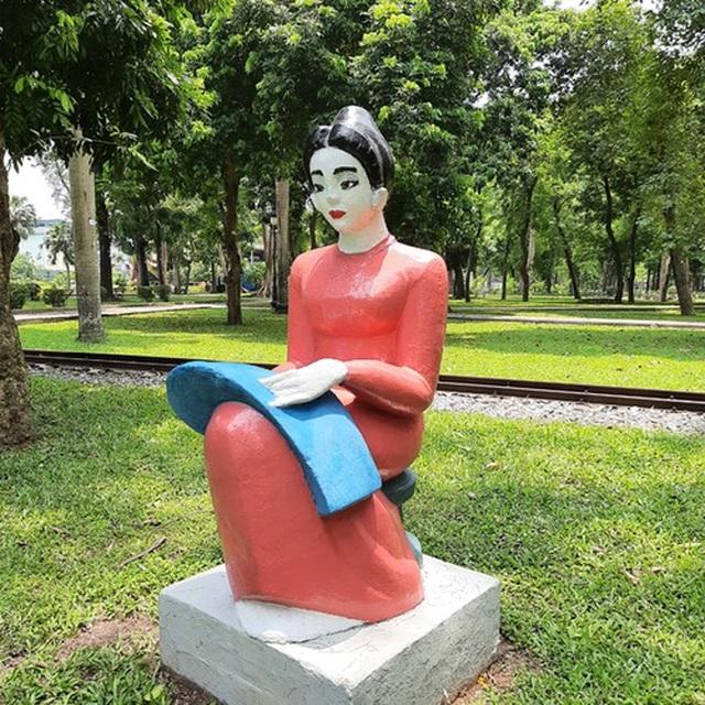 Bị phản ứng dữ dội, tượng ở Công viên Thống Nhất lại đổi màu sơn - 5