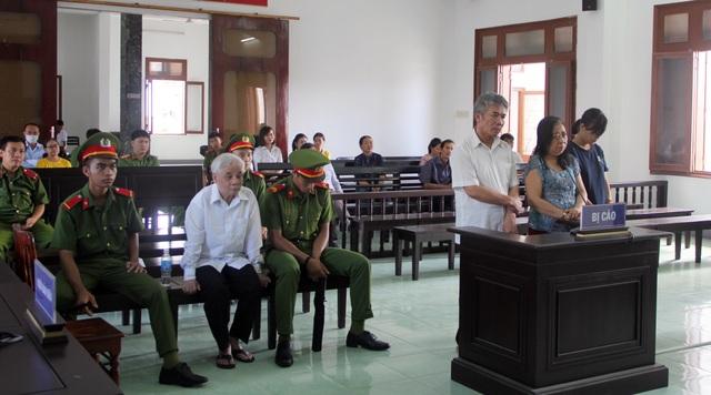Vụ tham ô hơn 2,8 tỷ đồng ở TAND tỉnh: 4 bị cáo được giảm nhẹ hình phạt - 4