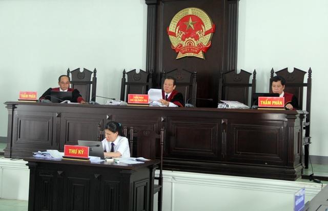 Vụ tham ô hơn 2,8 tỷ đồng ở TAND tỉnh: 4 bị cáo được giảm nhẹ hình phạt - 3