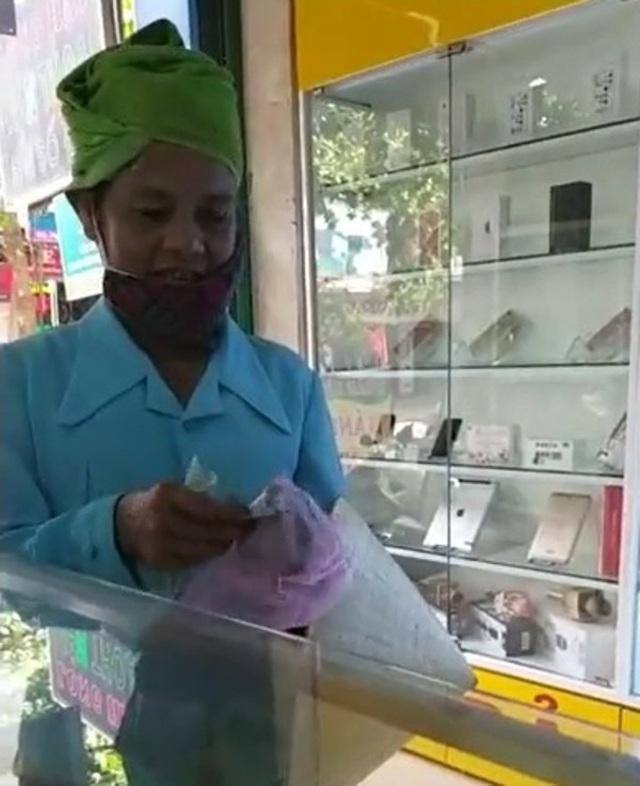 Người phụ nữ được tán dương người bán hàng có tâm nhất Việt Nam - 1
