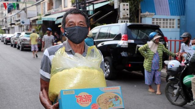 Cộng đồng người Việt tại Campuchia cùng giúp nhau vượt khó do Covid-19 - 1