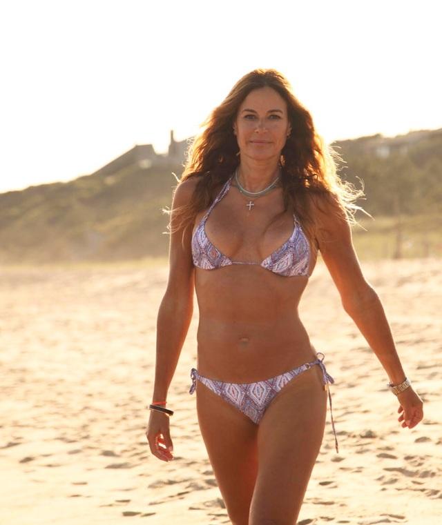 Ngưỡng mộ dáng vóc gợi cảm của người mẫu 52 tuổi Kelly Bensimon - 8