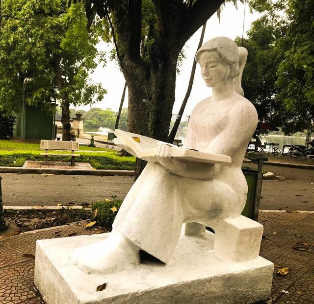Bị phản ứng dữ dội, tượng ở Công viên Thống Nhất lại đổi màu sơn - 9