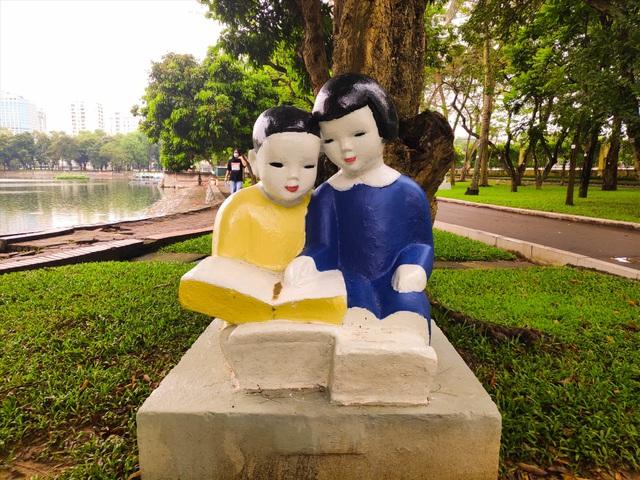 Bị phản ứng dữ dội, tượng ở Công viên Thống Nhất lại đổi màu sơn - 1