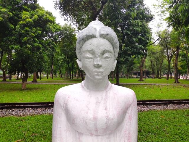 Bị phản ứng dữ dội, tượng ở Công viên Thống Nhất lại đổi màu sơn - 6
