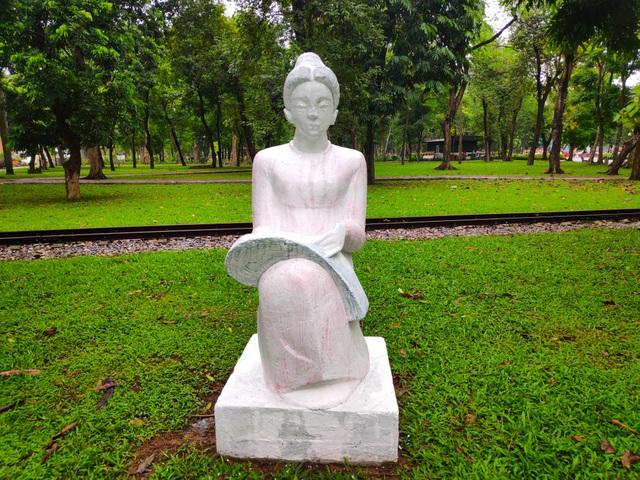 Bị phản ứng dữ dội, tượng ở Công viên Thống Nhất lại đổi màu sơn - 7