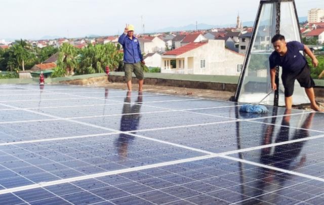 Người dân bán ngược gần 1 triệu kWh điện cho ngành điện - 1