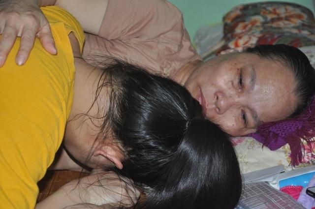Thương cô học trò nhỏ bị bố bỏ rơi, một mình cơ cực chăm mẹ ung thư - 2
