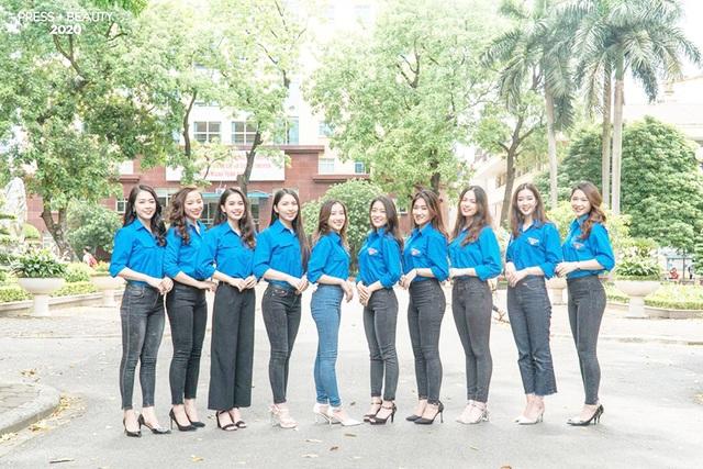 Top 10 thí sinh Hoa khôi Báo chí khoe sắc với màu áo xanh tình nguyện - 1