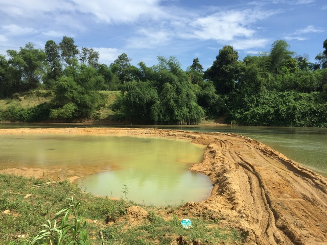 Ngang nhiên chặn sông Ngàn Sâu hút cát trái phép tại Hà Tĩnh - 2