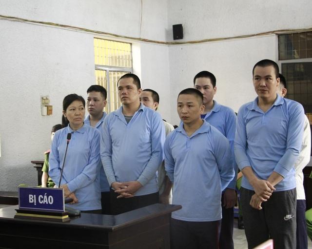 Vụ hỗn chiến giành đất gây thương vong: Bị hại xin giảm án cho 8 bị cáo - 1