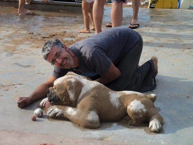 Hút mắt những tác phẩm điêu khắc siêu thực trên cát - 2
