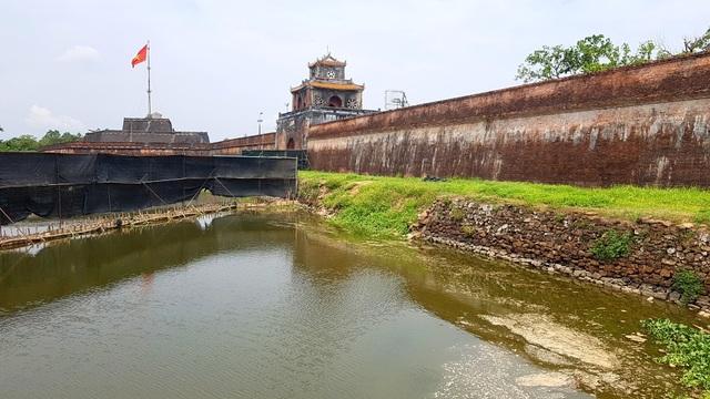 Thí điểm tu bổ bờ kè cổ 200 năm trước mặt Kinh thành Huế - 11