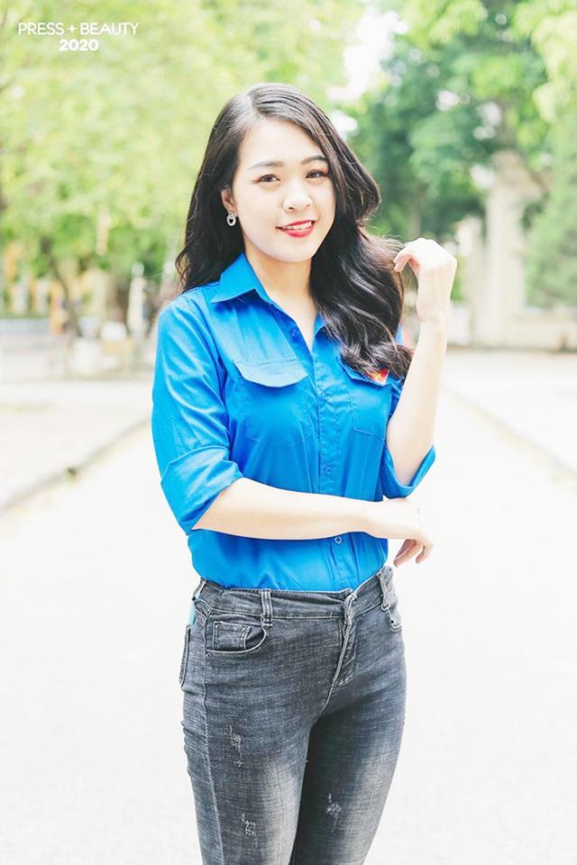 Top 10 thí sinh Hoa khôi Báo chí khoe sắc với màu áo xanh tình nguyện - 11