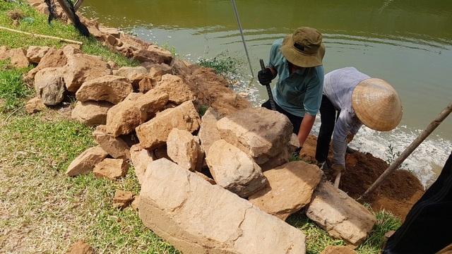 Thí điểm tu bổ bờ kè cổ 200 năm trước mặt Kinh thành Huế - 4
