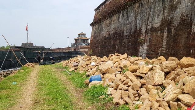 Thí điểm tu bổ bờ kè cổ 200 năm trước mặt Kinh thành Huế - 10