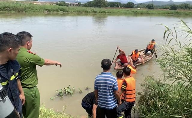 Tìm thấy nạn nhân đuối nước sau đêm trắng cứu hộ - 1