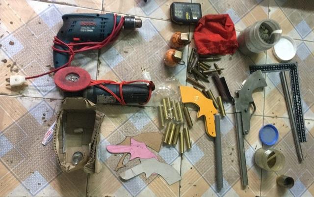 Đối tượng trốn truy nã mở xưởng chế tạo... súng - 1