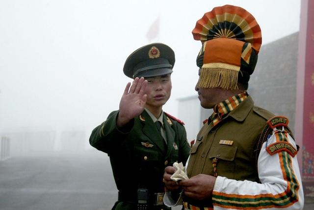 Trung Quốc đưa thiết giáp tới khu vực tranh chấp, Ấn Độ tức tốc tăng viện - 1
