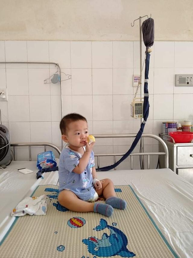 Thương bé trai 2 tuổi đã phải chống chọi với bệnh ung thư quái ác - 2